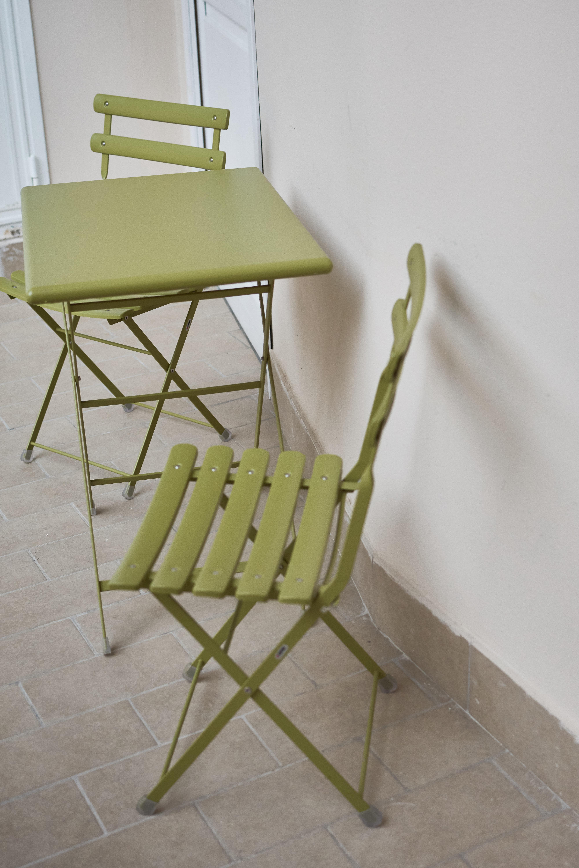 home - tavolino e sedia emu - esterno camere