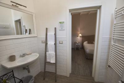 camera superior - dettagli bagno